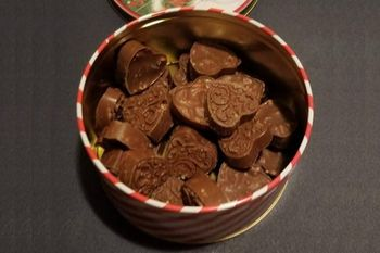 Gift tins with your choice of chocolates